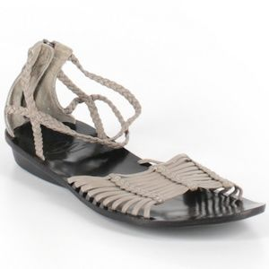 B Makowsky strappy tan sandals